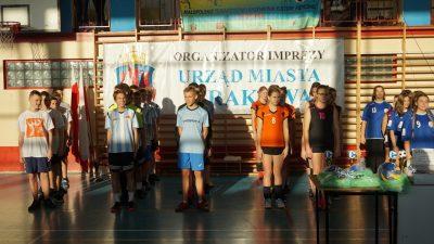 Turnieju siatkówki i halowej piłki nożnej z okazji 70-lecia Nowej Huty