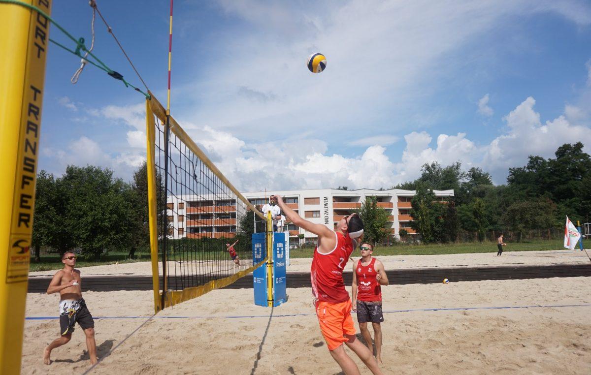 Finał Wojewódzki XVIII Otwartych Mistrzostw MTKKF   w siatkówce plażowej kobiet i mężczyzn 05.09.2021
